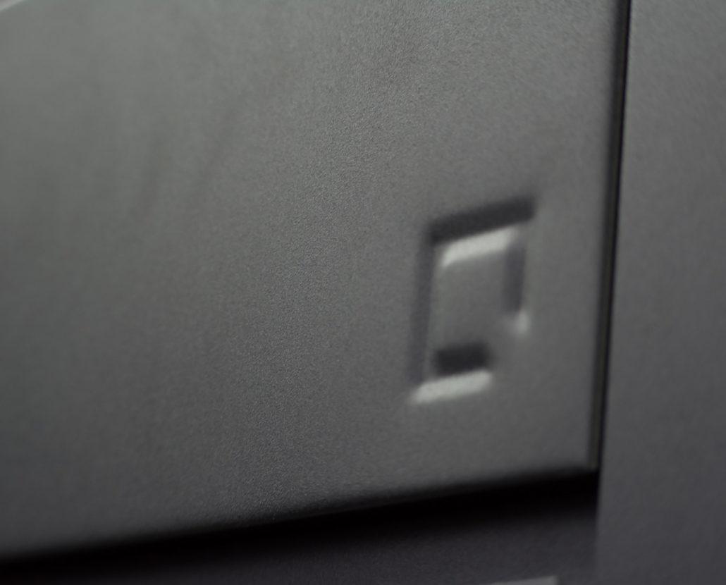 oneQ Outdoorküche aus schwarz pulverbeschichtetem Stahl